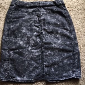 Acid wash pencil skirt with zipper in back